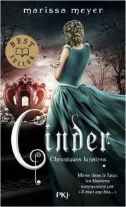 MEYER, Marissa, Cinder (Les chroniques lunaires, 1), Paris, Pocket Jeunesse, 2018 [2012], 432 p. Avis lecture sur lilitherature.com.
